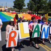 Homosexuelle gedenken der Opfer von Orlando