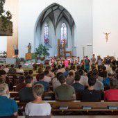 200 Lehrlinge auf Wallfahrt mit Bischof Benno Elbs