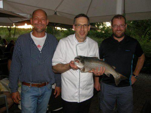Gasthausbetreiber und Koch Darko Moser flankiert von Claus Wieckhorst (l.) und Slowfood-Obmann Vito Mussner .