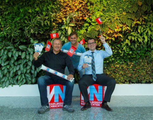 Groß war die Freude bei Erich Lindner (l.) und Philipp Schöfflinger (r.), zusammen mit VN-Sportchef Christian Adam.