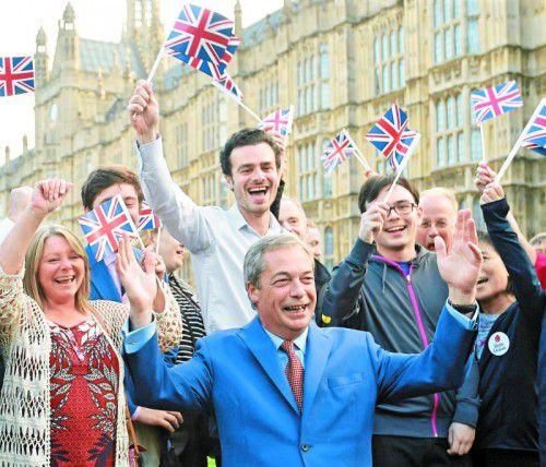 Großbritannien wird die Europäische Union verlassen. Die Entscheidung sorgt sowohl in der Politik als auch auf den Finanzmärkten für ein Erdbeben.