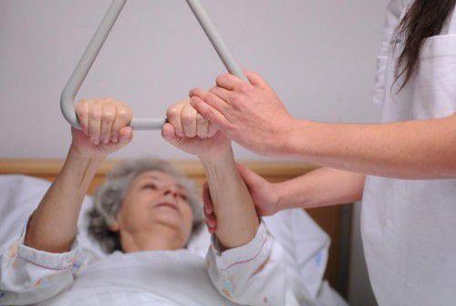Eine gute Pflege verlangt gut ausgebildetes Personal. Foto: apa