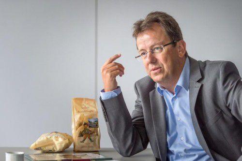 Wolfgang Frick referiert und diskutiert in Schwarzach.