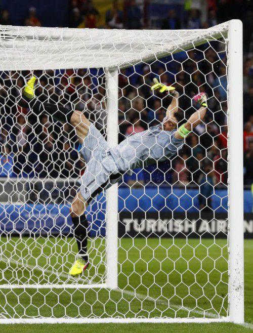Italiens Torhüter Gianluigi Buffon muss sich gegen Spanien auf einen arbeitsreichen Tag einstellen.