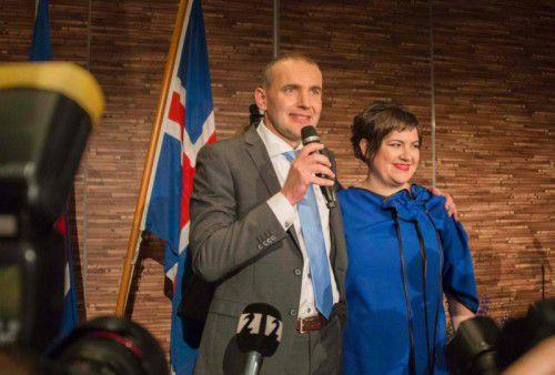 Johannesson mit seiner Frau. Er hat die Wahl gewonnen.