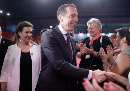 Jubel bei der Bundeskonferenz der SPÖ-Frauen für Christian Kern. Der Kanzler teilte Seitenhiebe gegen die ÖVP aus.