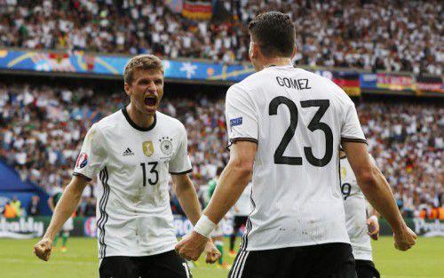 Mario Gomez und Thomas Müller sollen gegen die Slowakei die Offensive der Deutschen beleben. Teamchef Joachim Löw fordert mehr Zielstrebigkeit und Konsequenz von seinen Angreifern vor dem Tor.