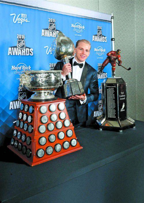 Patrick Kane räumt bei den NHL-Auszeichnungen groß ab: Hart Trophy, Ted Lindsay Award und Art Ross Trophy gingen an den US-Boy.