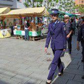 Recht noble Unterstützung durch die rumänische Polizei