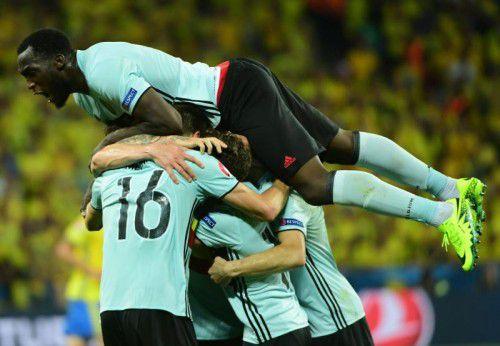 Später Jubel bei Belgiens Teamspielern. Den Siegtreffer erzielte Mittelfeldspieler Radja Nainggolan sechs Minuten vor dem Spielende.