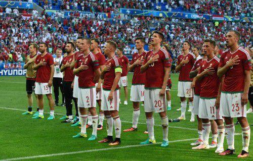 Ungarns Euro-Helden feiern stolz mit ihren Fans: Der Außenseiter lag gegen die Star-Elf aus Portugal dreimal in Führung und verteidigte am Ende ein gerechtes 3:3. Damit sicherten sie sich den Sieg in der Gruppe F.