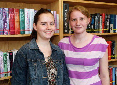 Unter den Besuchern: Jasmin Küng und Sarah Wechselberger.