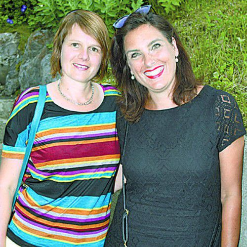 Unter den Gästen: Karin Haug (l.) und Jutta Acker.