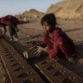 In Ziegelbrennereien ist Kinderarbeit verboten