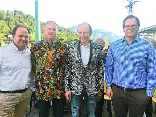 VN-CR und GF Gerold Riedmann, Druckereileiter Peter Zehrer, Herausgeber Eugen A. Russ sowie Geschäftsführer Markus Raith (v. l.)
