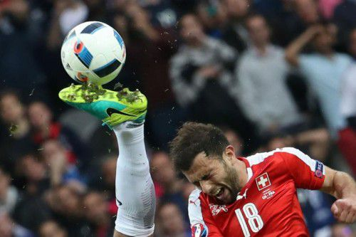 Voller Einsatz beim Schweizer Mittelfeldmotor Admir Mehmedi.