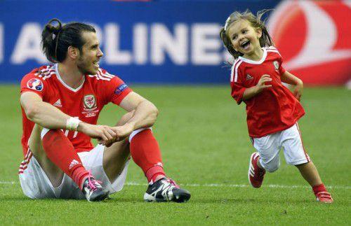 Wales-Star Gareth Bale erhielt nach dem 1:0-Sieg gegen Nordirland Besuch von Tochter Alba Viola.
