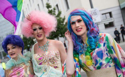 Zwischen Party und Politik: Kunterbunt und doch ernst feiert die LGBT-Szene den Christopher-Street-Day, wie hier in Berlin.