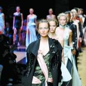 Elegante Haute-Couture bei Pariser Modeschauen