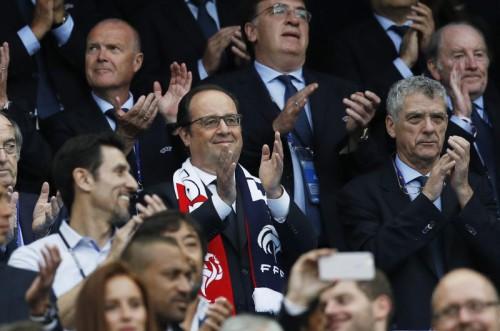 Auch Präsident Hollande fiebert mit. Zudem hofft er, dass der sportliche Erfolg von wirtschaftlichen und gesellschaftlichen Problemen ablenkt.