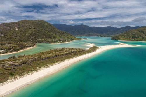 Auf private Initiative kauften Neuseeländer Bürger den Awaroa Beach und schlugen ihn einem Nationalpark zu.