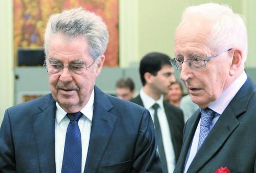 Bundespräsident Fischer (l.) und Adamovich. Beide glauben, dass es keine OSZE-Beobachter braucht.