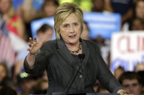 Clinton war am Samstag vom FBI befragt worden.
