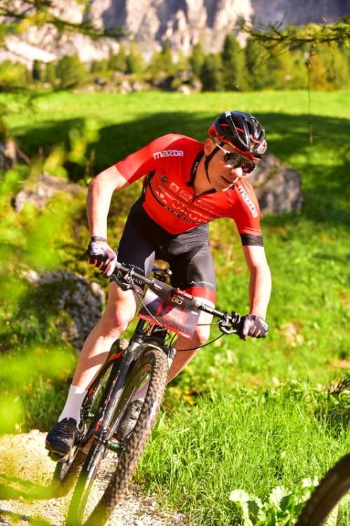 Geismayr wechselt beim Giro dell'Appennino vom Mountainbike auf das Straßenrad. sportograf