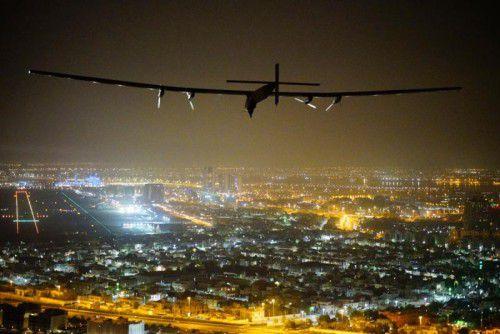 Der aus Karbonfasern gebaute Flieger ist mit einer Spannweite von 72 Metern breiter als die meisten Jumbojets.