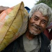 12.000 Kilo Reis für Erdbebenopfer