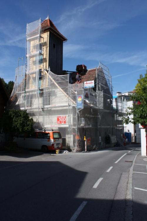 Der frühere Schlauchturm wurde bereits saniert, und das Dach des Götzner Zeughauses wird neu eingedeckt.