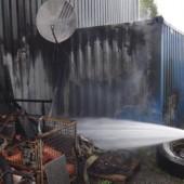 Feuerteufel mit Dieselkanister