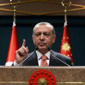 Erdogan geht per Dekret gegen seine Gegner vor