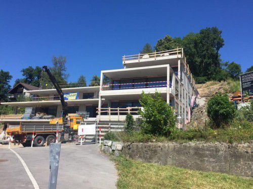 Der Rohbau der luxuriösen Wohnanlage ist bereits fertiggestellt, der Verkauf der vier Wohnungen läuft.