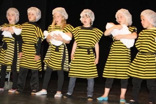 Die Ammenbienen betreuten eifrig ihren Nachwuchs.
