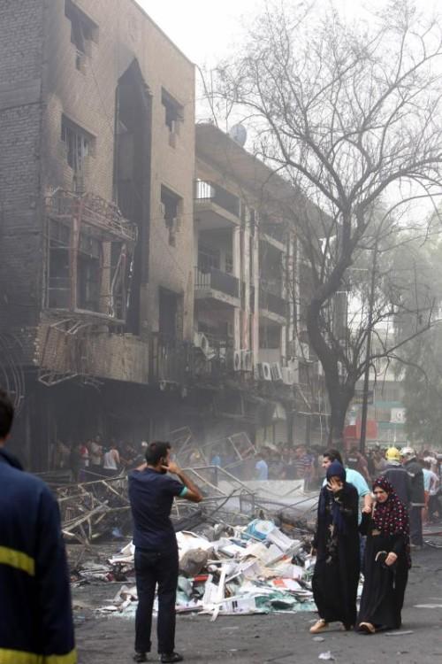 Die Detonation war so stark, dass ein Einkaufszentrum und weitere Gebäude im Zentrum Bagdads völlig zerstört wurden.