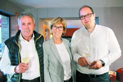 Die Gastgeber der Käseverkostung: Edwin und Elfi Berthold mit Frank Berger.
