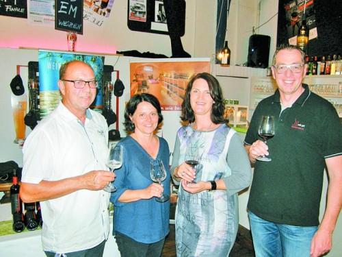 Die Gastgeber Yvonne Guschl und Charly Weltle (l.) sowie Andrea Sinz und Herbert Bischof.