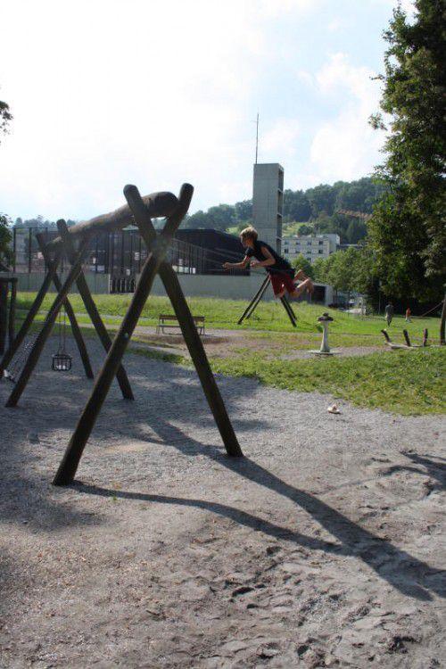 Die gefällten Bäume sind Gesprächsthema auf dem Spielplatz.