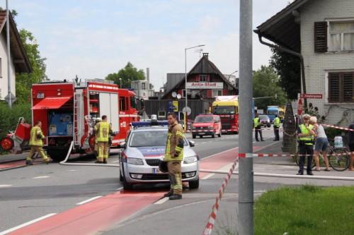 Die Vorarlberger Straße L 190 musste im Gefahrenbereich komplett gesperrt werden.