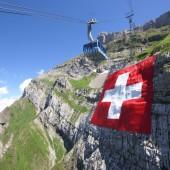 Die größte Schweizerfahne der Welt entrollt