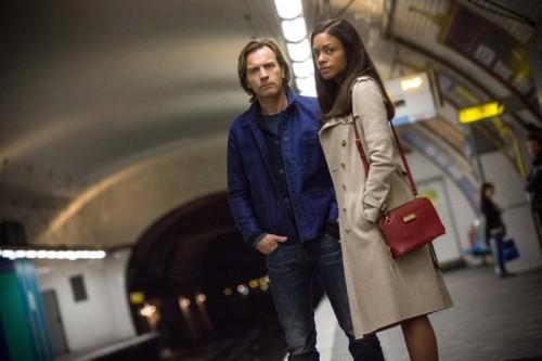 Ein britisches Ehepaar findet sich zwischen einem russischen Geldwäschering und dem britischen Geheimdienst wieder.