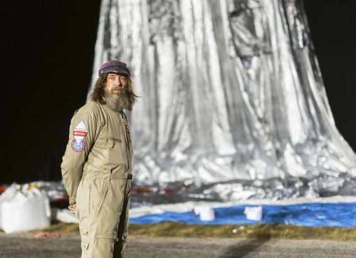 Fedor Konjuchow leidet in seiner zwei Meter langen und 1,8 Meter breiten Gondel unter Schlafmangel und Kälte.