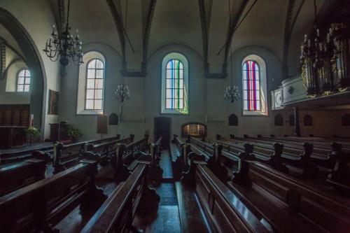Fenster von David Reed in der Basilika.
