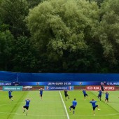 Aufwärmen für das Frankreich-Spiel mit VN-Experte Helgi Kolvidsson