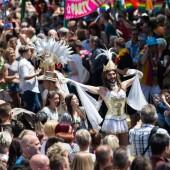 Bunte Parade zieht durch Köln