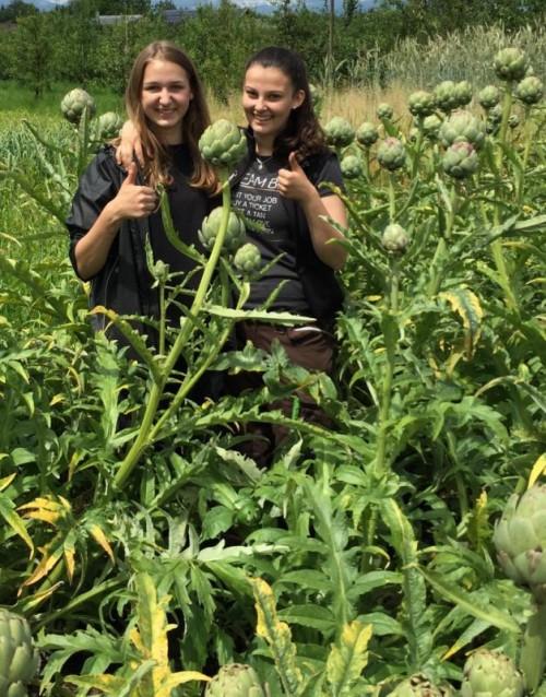 Haben sich mit Begeisterung der ganzheitlichen Nachhaltigkeit in der Lebensmittelerzeugung verschrieben: Doris und Nina.