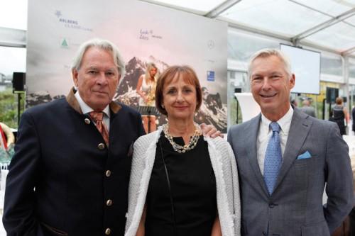 Hatten Grund zum Feiern: Uwe Brodbeck (l.) mit Patricia Scholten und Tourismusdirektor Hermann Fercher.