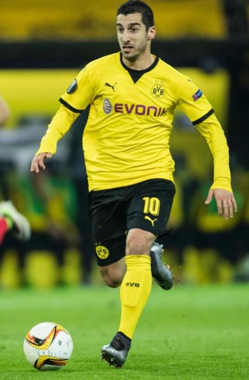 Henrich Mchitarjan wechselt von Borussia Dortmund zu Manchester United und trifft dort auf Zlatan Imbrahimovic (kl. Bild).
