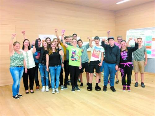 Im Pfarrsaal Krumbach trafen sich Jugendliche zum Beteiligungstag.